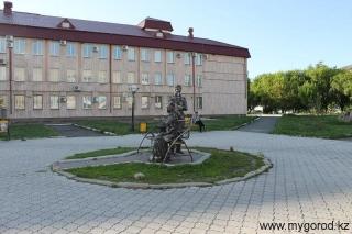 Памятник Пушкин и Каренина