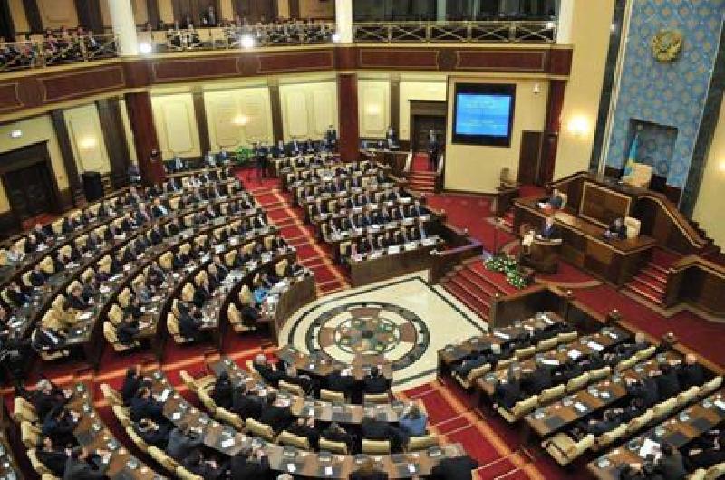 ВКазахстане начались выборы всенат Парламента